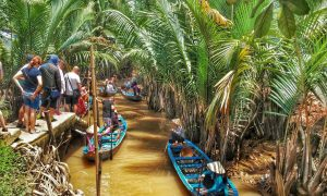 Đi thuyền tại Khu du lịch Lan Vương